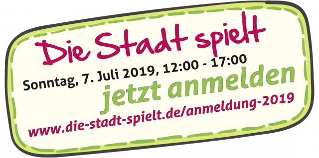 Schild mit der Aufforderung, sich anzumelden auf www.die-stadt-spielt.de/anmeldung-2019