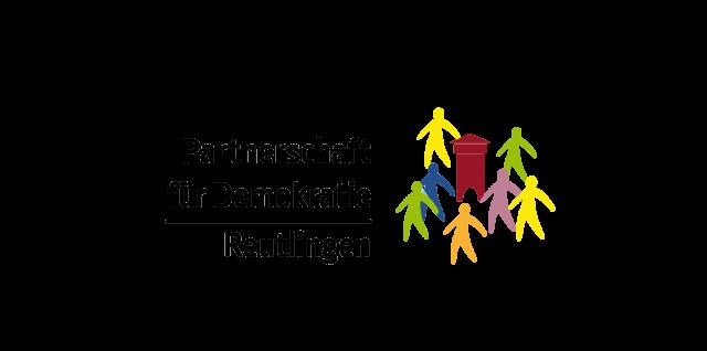 logo der Partnerschaft für Demokratie Reutlingen, mit einer stilisierten zeichnung des Tübinger Tprs und stilisierten personen in unterscheidlichen farben
